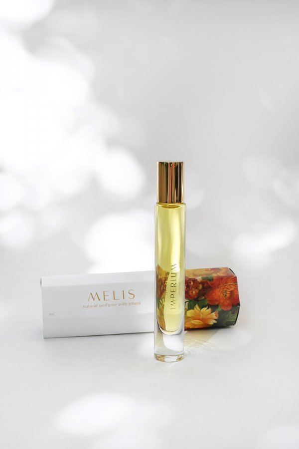 Amandi MELIS 100% natural perfume with packaging