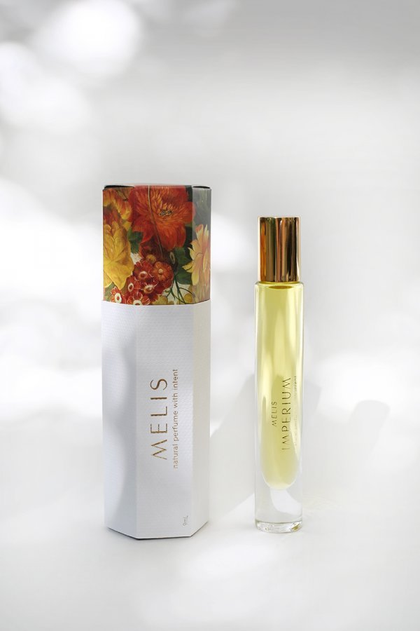 Amandi MELIS 100% natural vegan friendly perfume with packaging