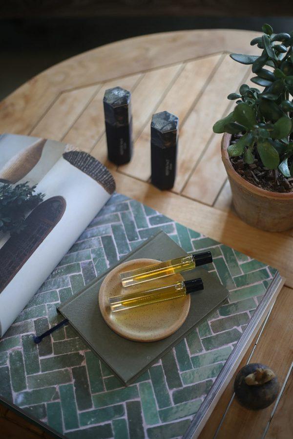 Motus No 4 MELIS natural perfume on dish with packaging